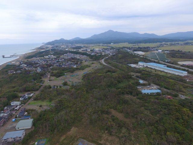 柿崎から米山山麓を眺める